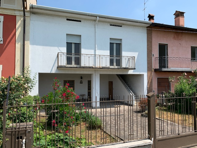 Appartamento in vendita a Palazzolo sull'Oglio, 4 locali, prezzo € 98.500 | PortaleAgenzieImmobiliari.it