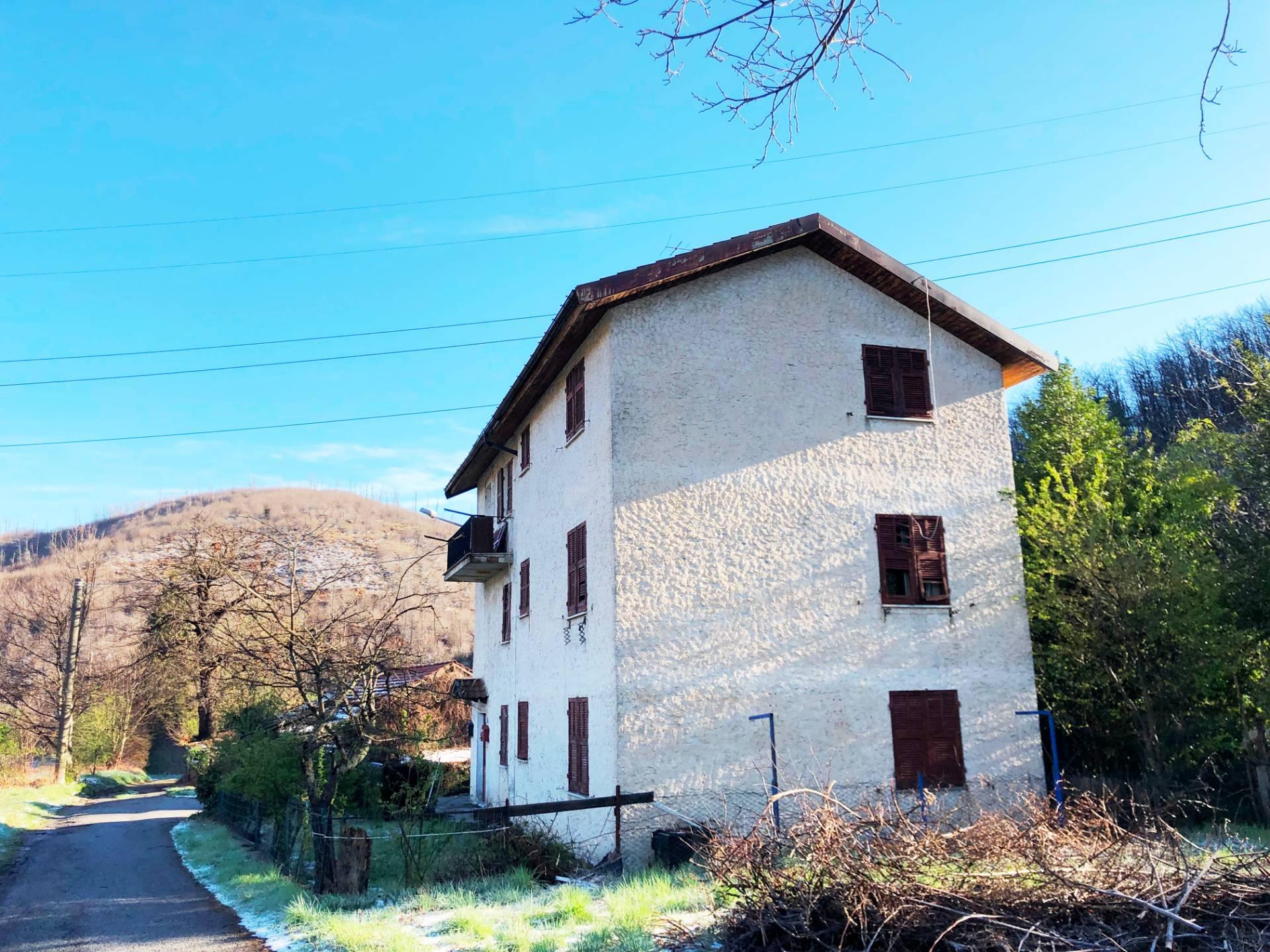 Soluzione Indipendente in vendita a Mallare, 12 locali, zona e, prezzo € 70.000 | PortaleAgenzieImmobiliari.it