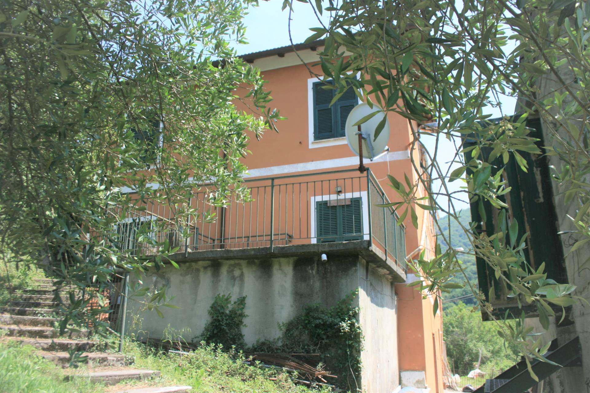 Soluzione Semindipendente in vendita a Serra Riccò, 11 locali, zona monte, prezzo € 155.000   PortaleAgenzieImmobiliari.it