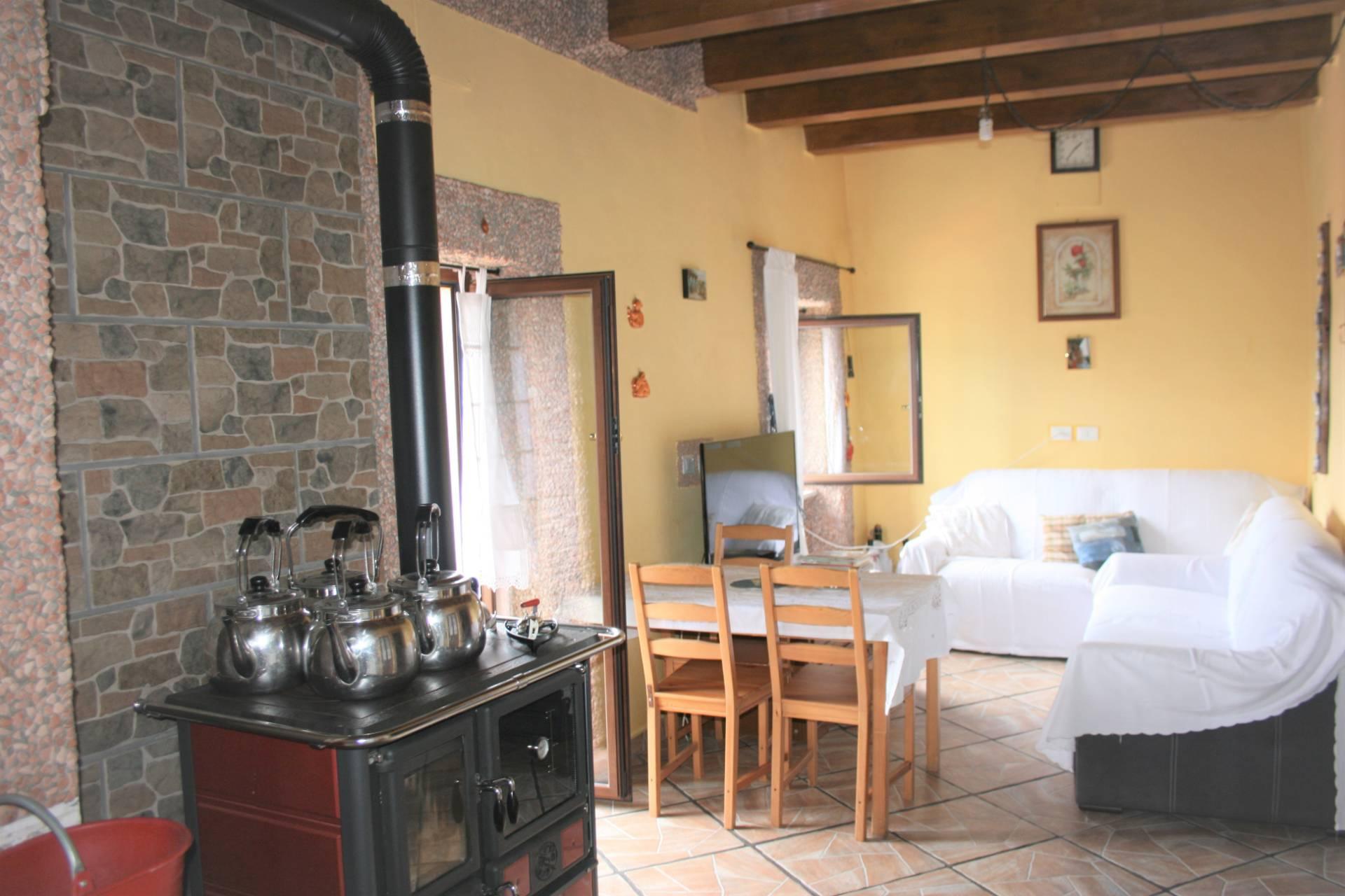 Soluzione Semindipendente in vendita a Serra Riccò, 8 locali, zona etta, prezzo € 162.000   PortaleAgenzieImmobiliari.it