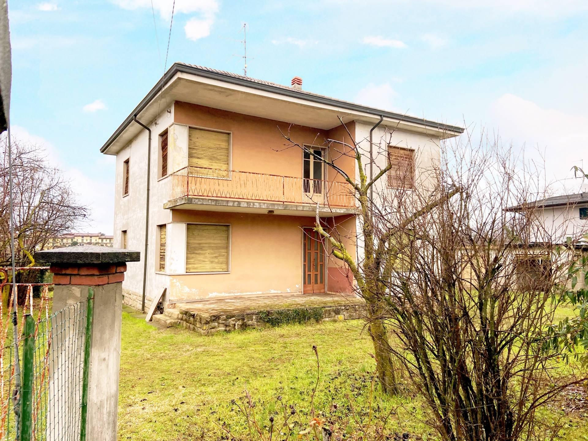 Villa in vendita a Palazzolo sull'Oglio, 8 locali, prezzo € 169.900 | PortaleAgenzieImmobiliari.it