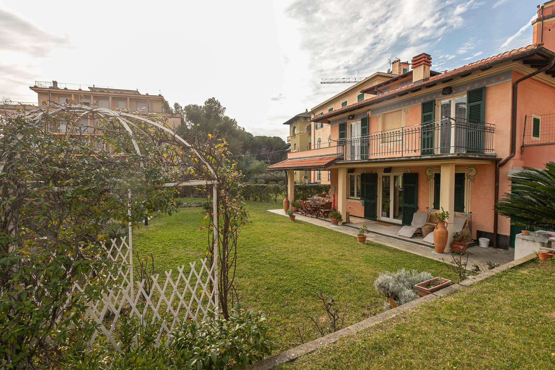 Villa in vendita a Arenzano, 9 locali, zona Località: CentroStorico, prezzo € 1.190.000 | CambioCasa.it
