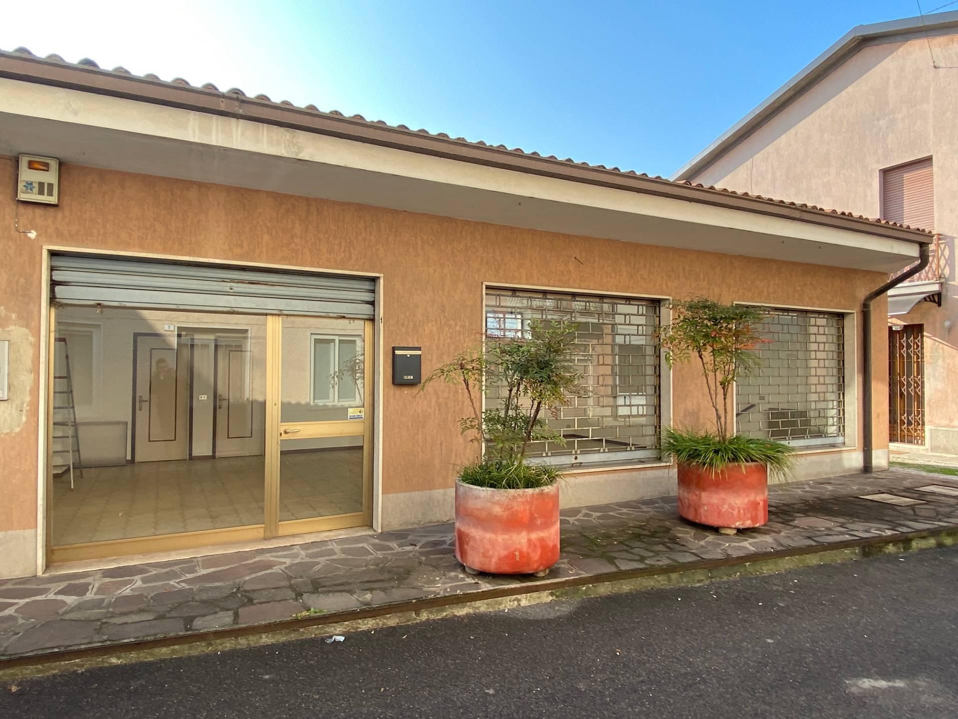 FONDO COMMERCIALE in Vendita a Palazzolo Sull'oglio (BRESCIA)