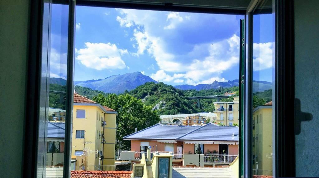 Appartamento in vendita a Cogoleto, 3 locali, zona Località: Centrostorico, prezzo € 249.000 | CambioCasa.it