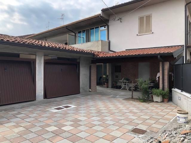 Appartamento in vendita a Rovato, 3 locali, zona Zona: Duomo, prezzo € 180.000 | CambioCasa.it