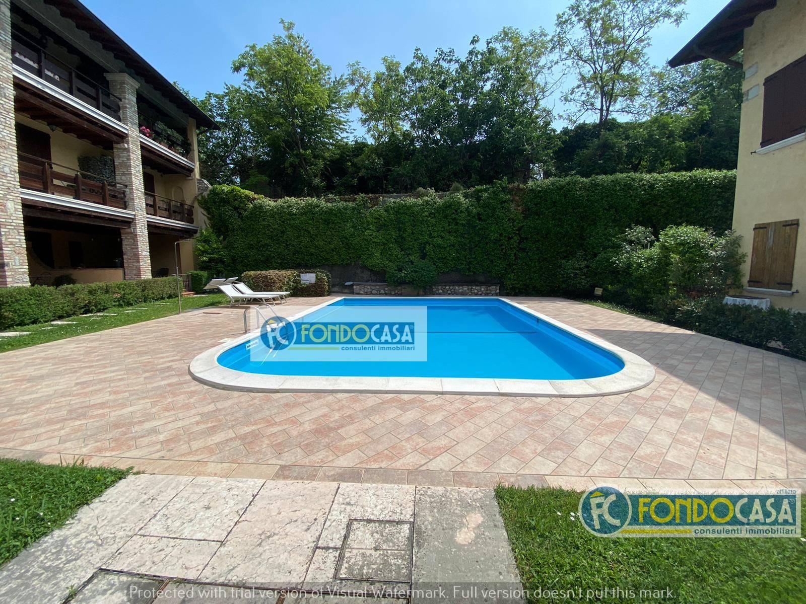 Appartamento in vendita a Padenghe sul Garda, 4 locali, prezzo € 249.000   CambioCasa.it