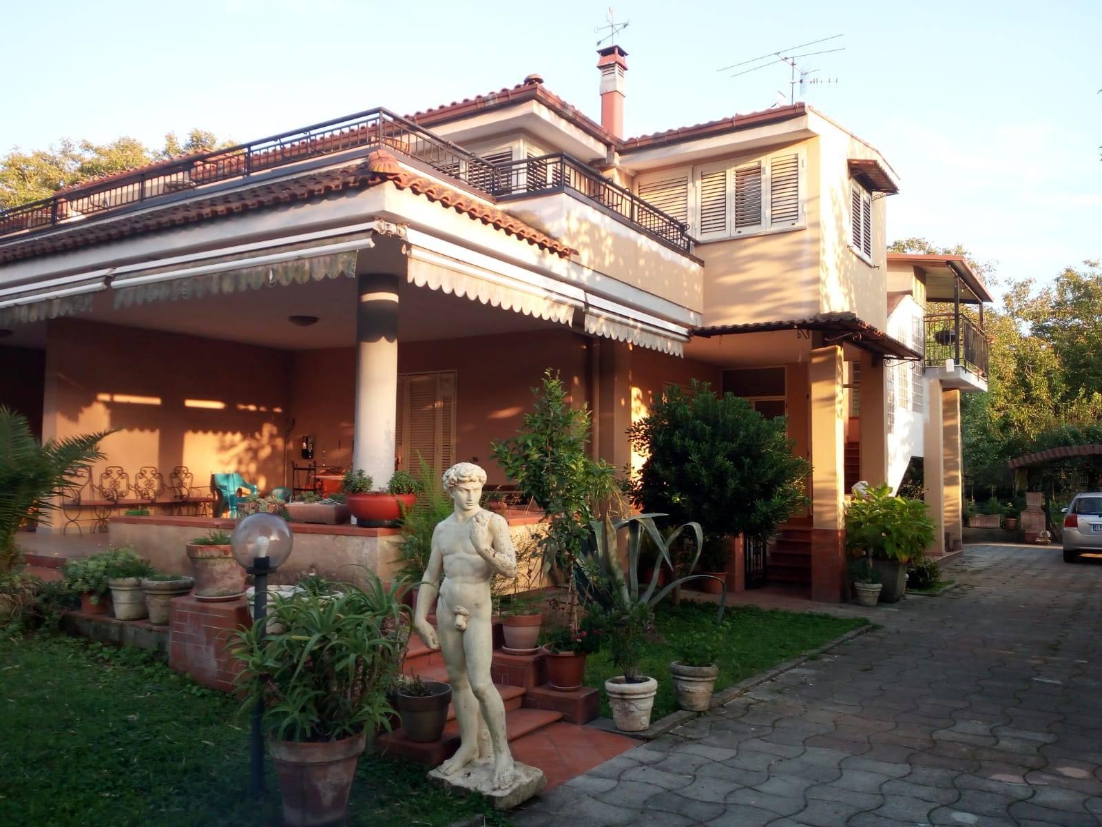 Villa in vendita a Scisciano, 10 locali, Trattative riservate | CambioCasa.it