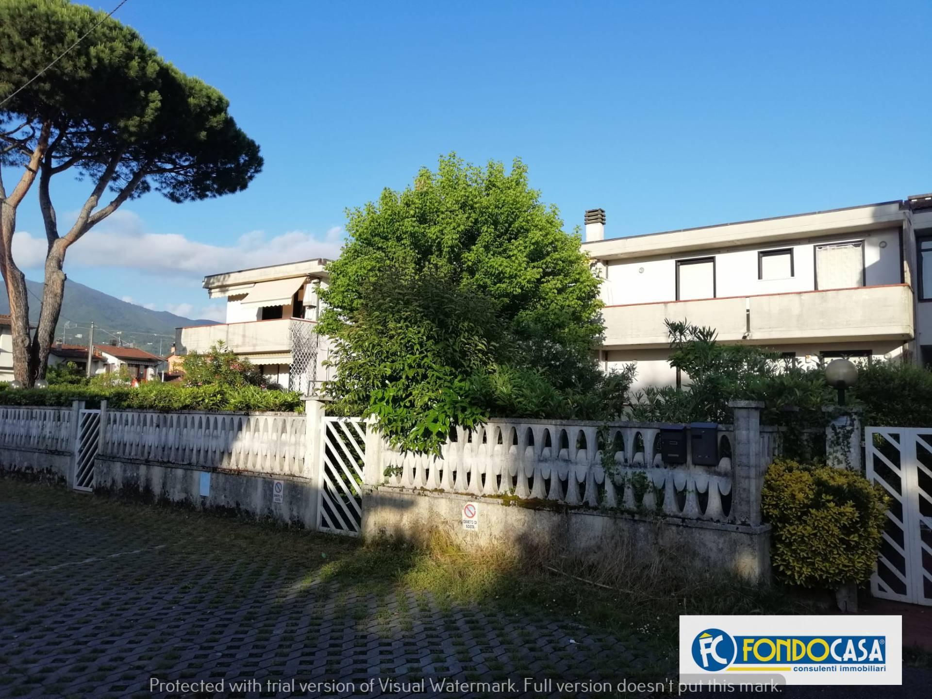 Appartamento in vendita a Montignoso, 3 locali, zona Zona: Cinquale, prezzo € 169.000 | CambioCasa.it