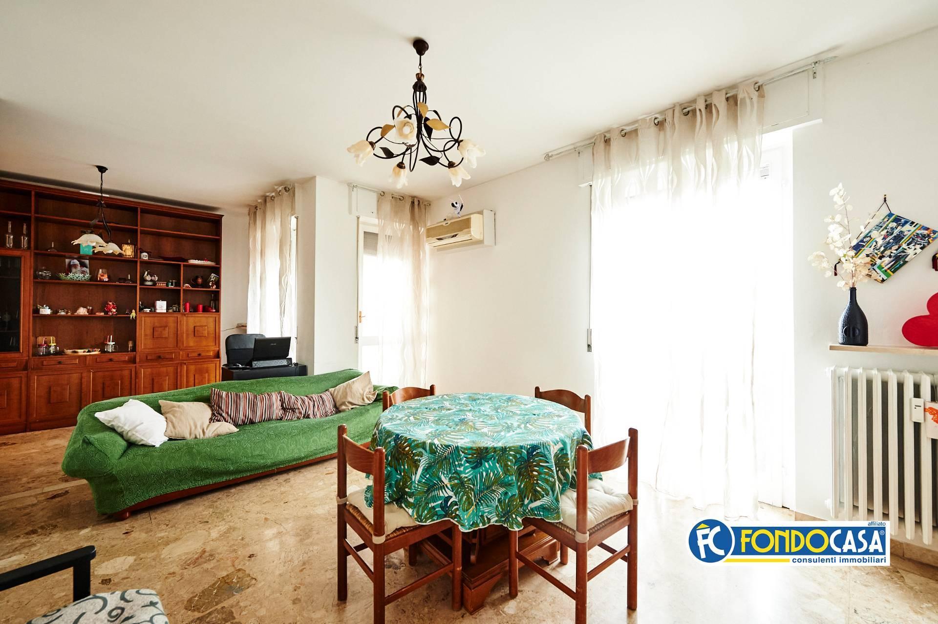 Appartamento in vendita a Trezzano sul Naviglio, 3 locali, prezzo € 165.000 | CambioCasa.it