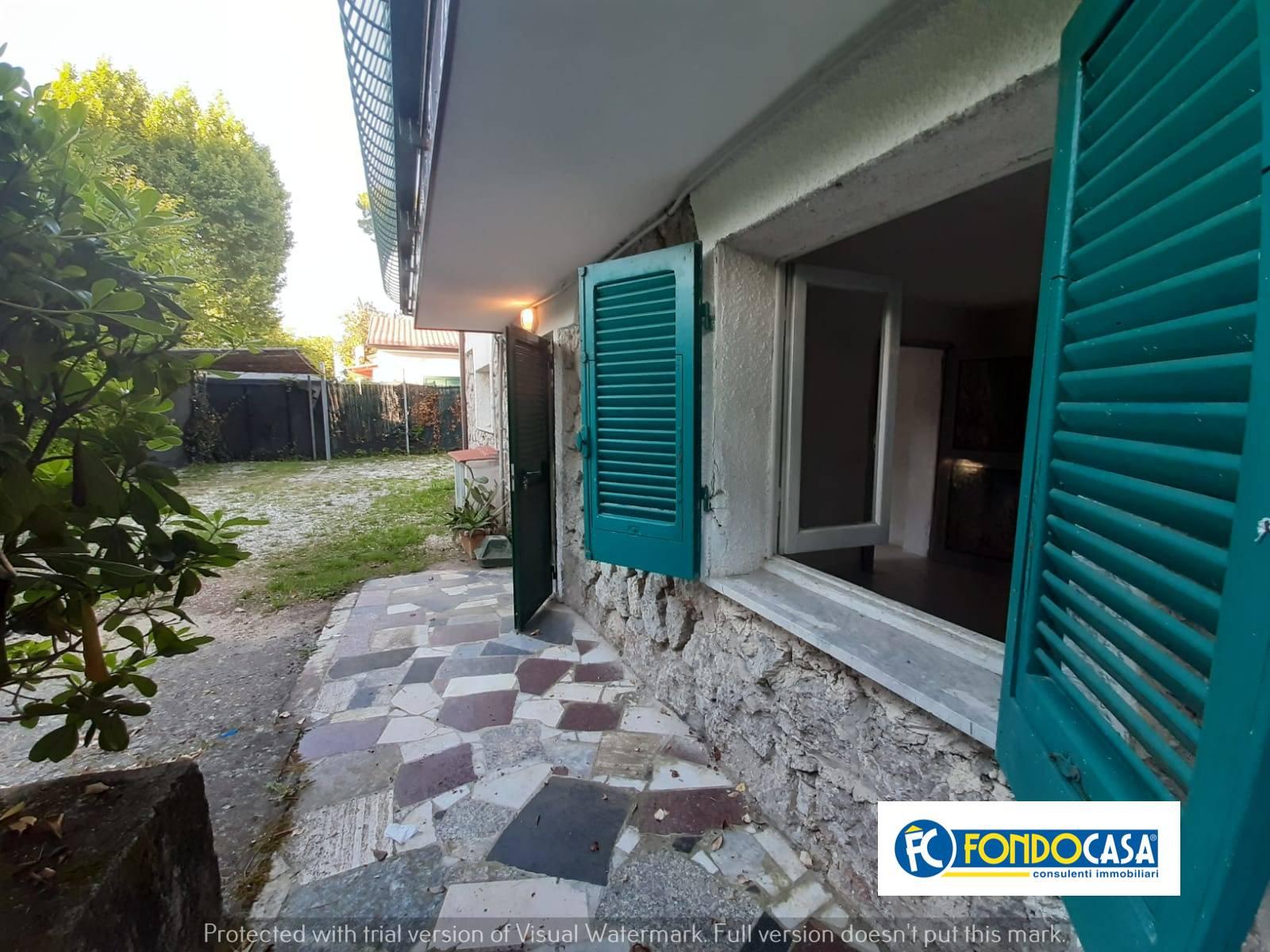 Appartamento in vendita a Montignoso, 3 locali, zona Zona: Cinquale, prezzo € 169.999 | CambioCasa.it