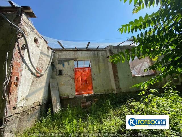 Rustico / Casale in vendita a Massa, 6 locali, prezzo € 149.000   CambioCasa.it