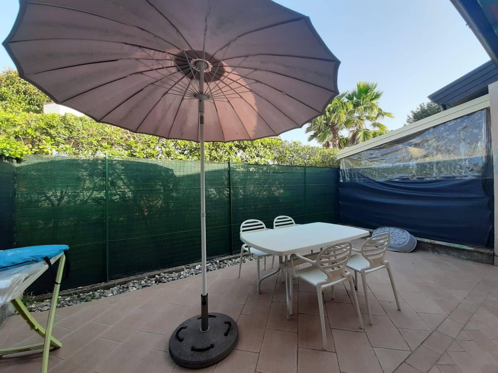 Villa a Schiera in vendita a Montignoso, 4 locali, zona Zona: Cinquale, prezzo € 295.000   CambioCasa.it