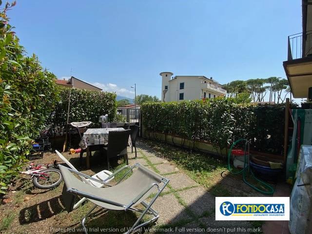 Appartamento in vendita a Montignoso, 3 locali, zona Zona: Cinquale, prezzo € 184.900 | CambioCasa.it