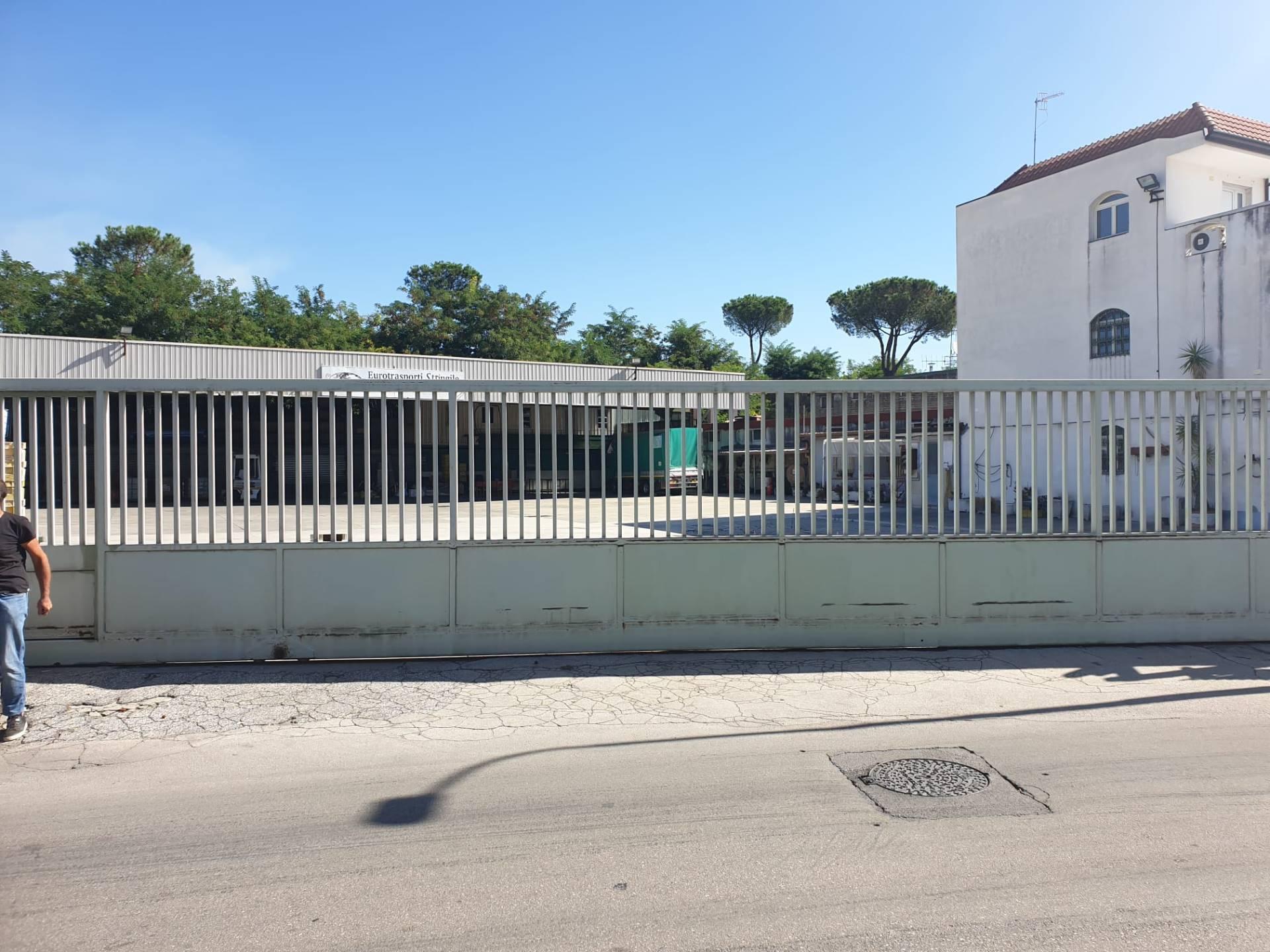 Attività / Licenza in affitto a Marigliano, 2 locali, prezzo € 1.800 | CambioCasa.it