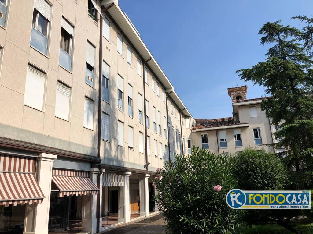 Appartamento in vendita a Salò, 5 locali, prezzo € 249.000   CambioCasa.it