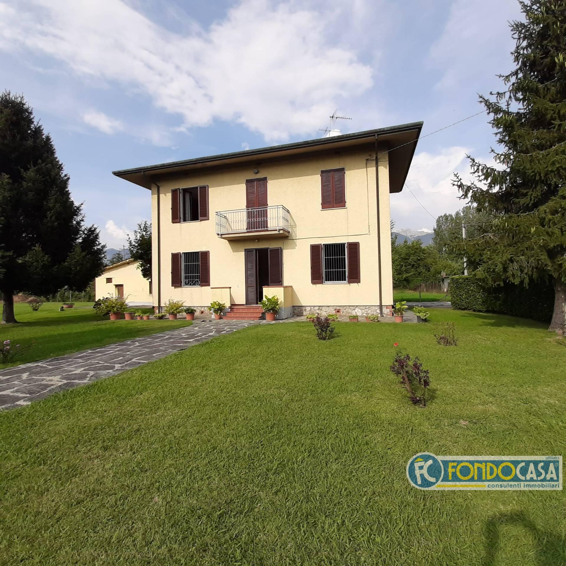Rustico / Casale in vendita a Montignoso, 5 locali, zona Zona: Cinquale, prezzo € 314.900   CambioCasa.it