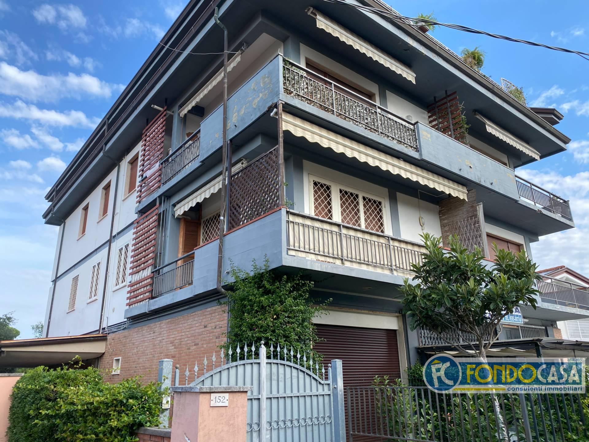 Appartamento in vendita a Montignoso, 6 locali, zona uale, prezzo € 297.800 | PortaleAgenzieImmobiliari.it