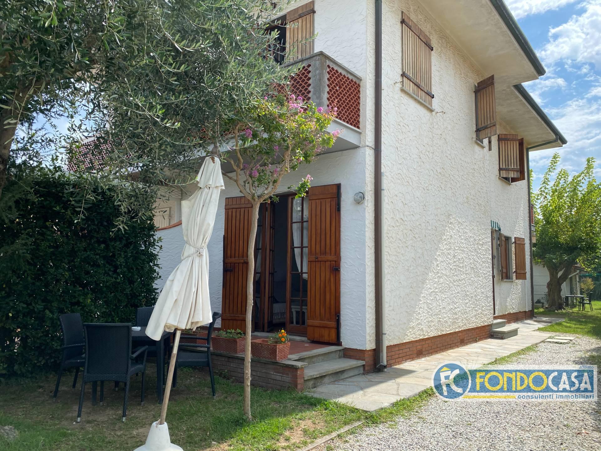 Villa Bifamiliare in vendita a Montignoso, 3 locali, zona Zona: Cinquale, prezzo € 399.000   CambioCasa.it