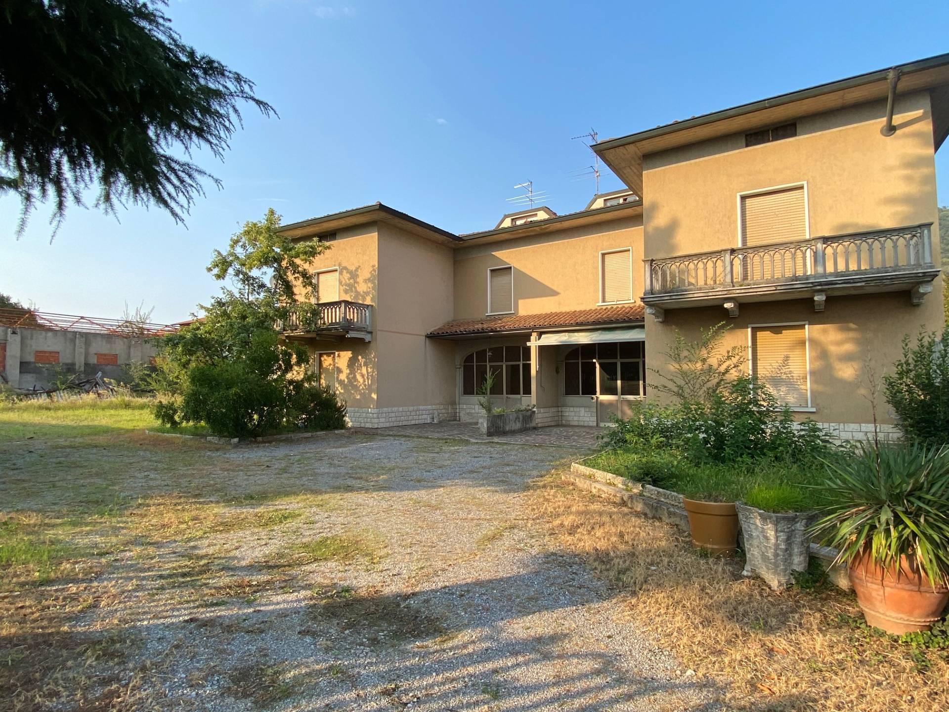 Villa Bifamiliare in vendita a Cologne, 8 locali, prezzo € 125.000 | PortaleAgenzieImmobiliari.it