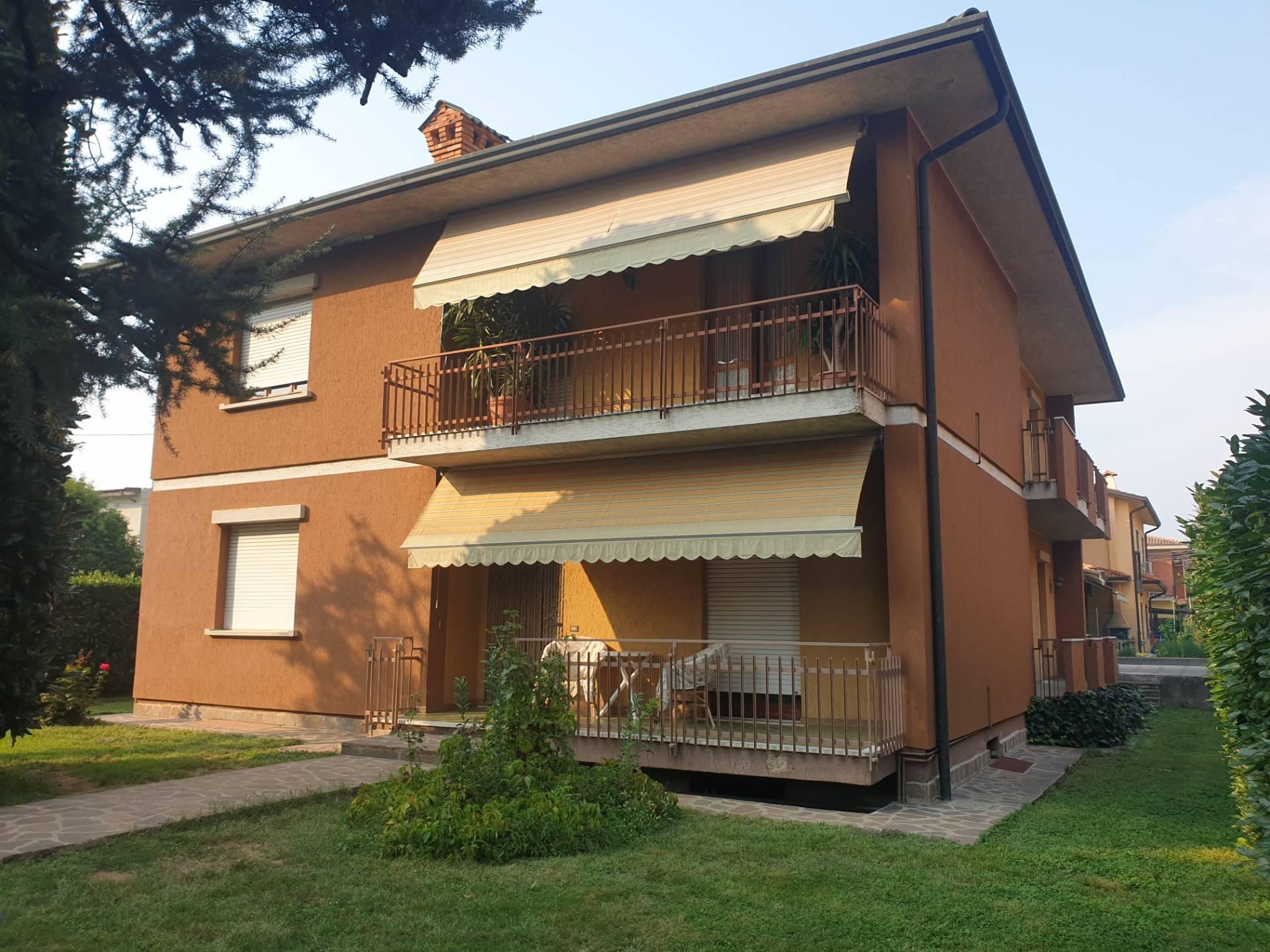 Villa in vendita a Palazzolo sull'Oglio, 8 locali, prezzo € 370.000 | PortaleAgenzieImmobiliari.it