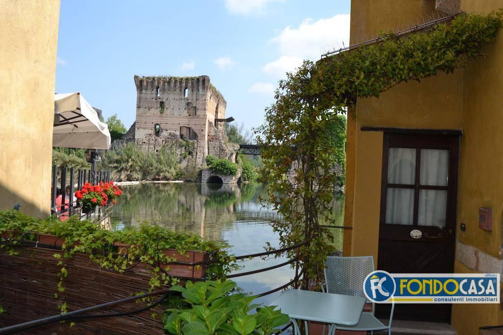 Appartamento in vendita a Valeggio sul Mincio, 6 locali, zona Zona: Borghetto, Trattative riservate   CambioCasa.it