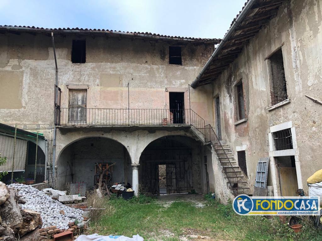 Rustico / Casale in vendita a Moniga del Garda, 10 locali, Trattative riservate | PortaleAgenzieImmobiliari.it