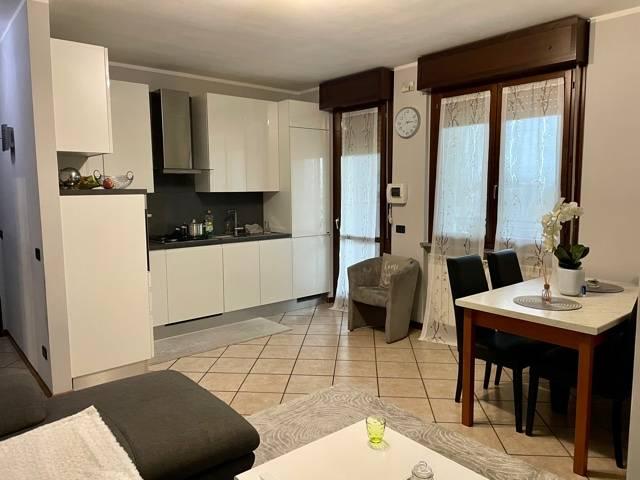 Appartamento in vendita a Rovato, 3 locali, prezzo € 115.000 | CambioCasa.it