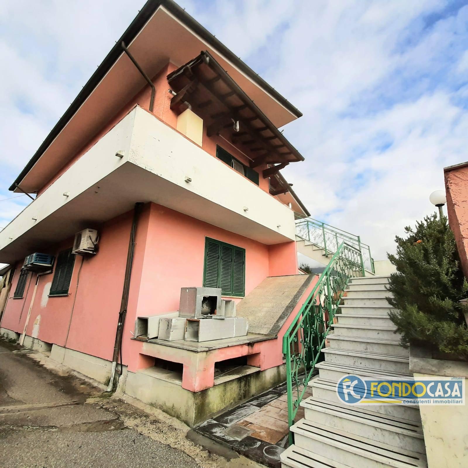 Appartamento in vendita a Seravezza, 4 locali, prezzo € 199.800 | CambioCasa.it