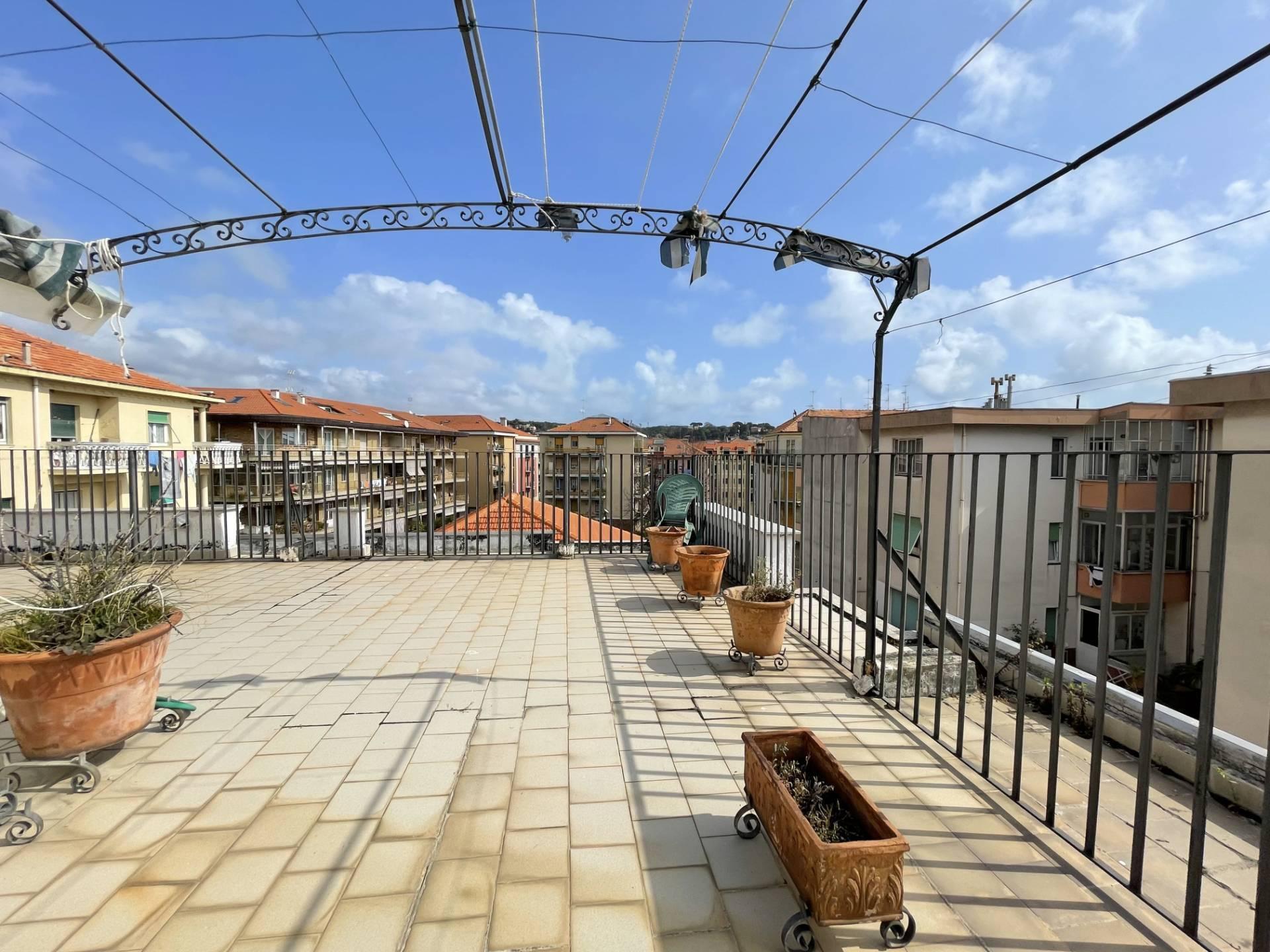 Appartamento in vendita a Albisola Superiore, 5 locali, zona Località: AlbisolaCapo, prezzo € 390.000 | PortaleAgenzieImmobiliari.it