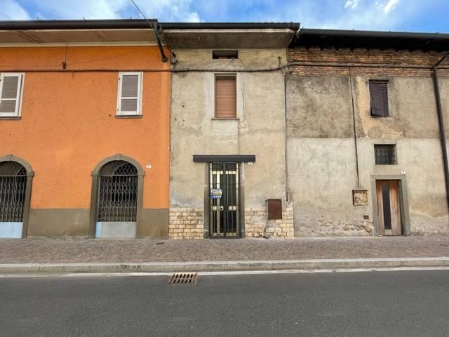 Appartamento in vendita a Erbusco, 5 locali, prezzo € 28.500   CambioCasa.it