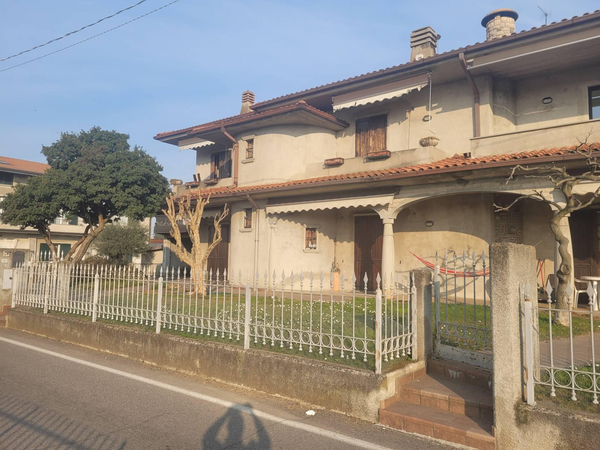 Villa Bifamiliare in vendita a Palazzolo sull'Oglio, 9 locali, prezzo € 249.900   PortaleAgenzieImmobiliari.it