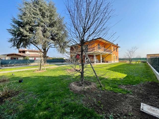 Villa in vendita a Castrezzato, 10 locali, prezzo € 410.000 | CambioCasa.it