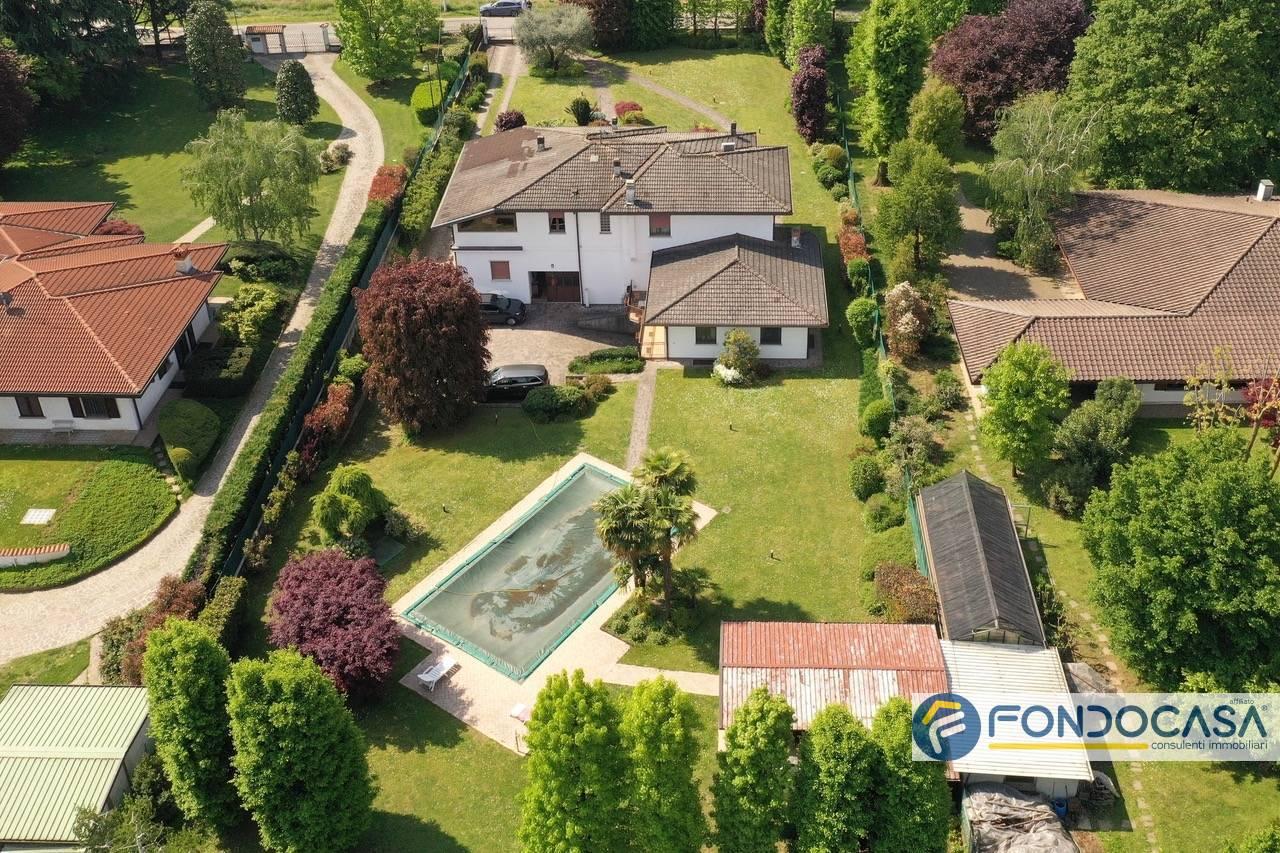 Villa in vendita a Palazzolo sull'Oglio, 10 locali, Trattative riservate   PortaleAgenzieImmobiliari.it