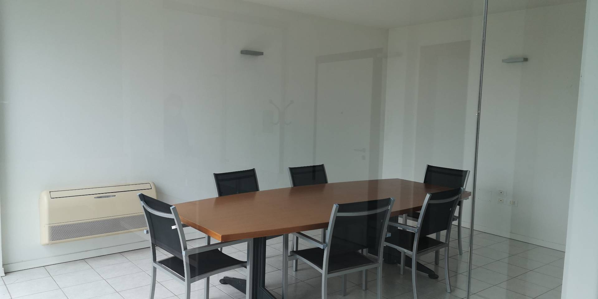 Ufficio / Studio in affitto a Ravenna, 9999 locali, zona Zona: Darsena, prezzo € 650 | CambioCasa.it