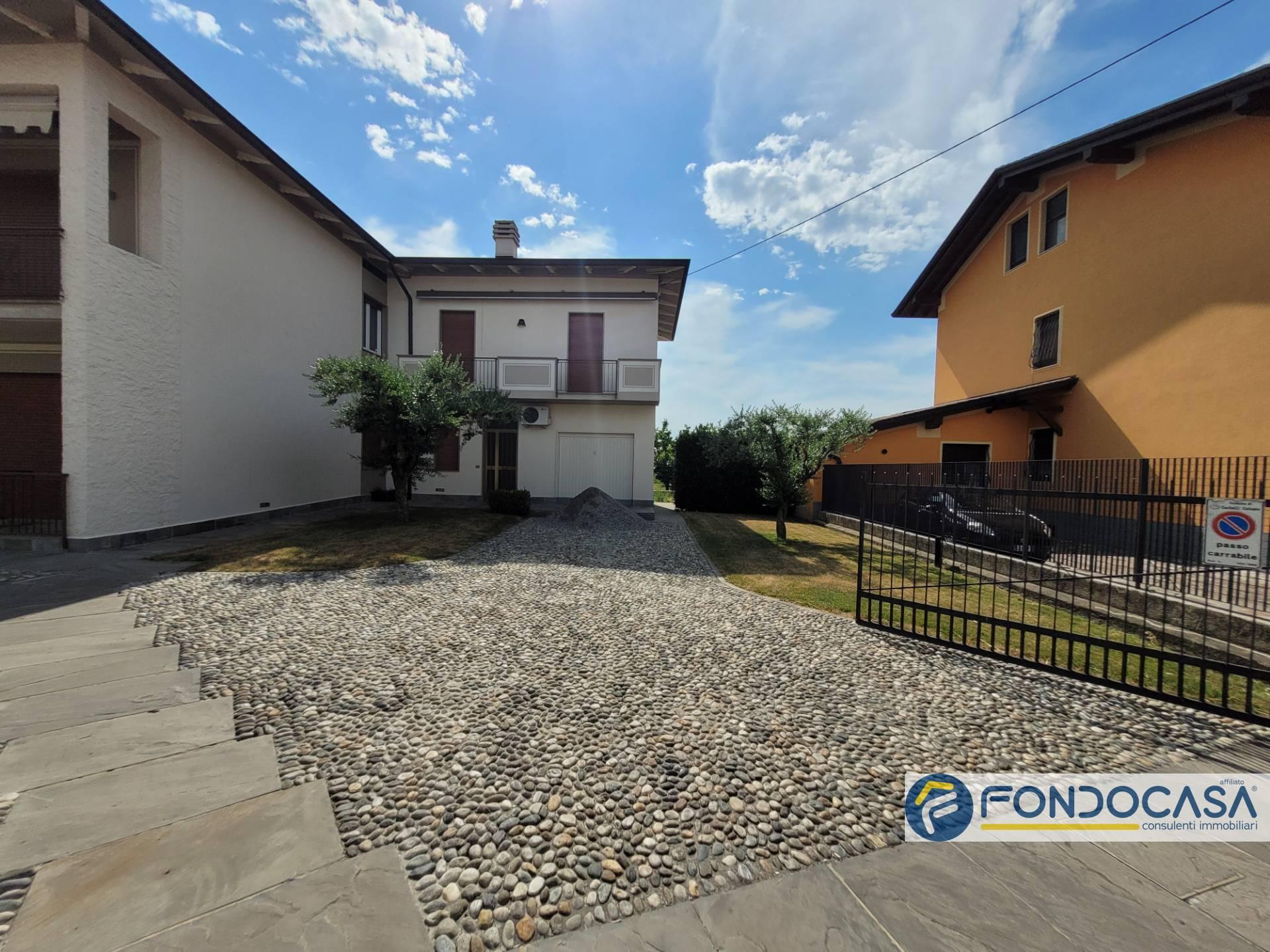 Villa a Schiera in vendita a Palazzolo sull'Oglio, 3 locali, prezzo € 85.000   PortaleAgenzieImmobiliari.it