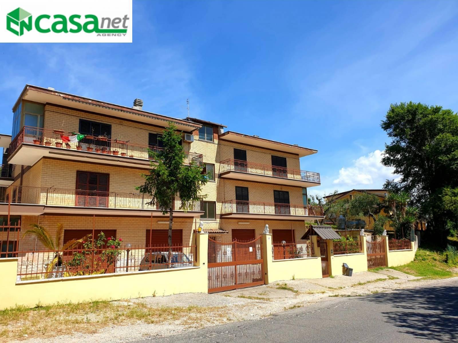 Appartamento in vendita a Palombara Sabina, 4 locali, prezzo € 100.000 | CambioCasa.it