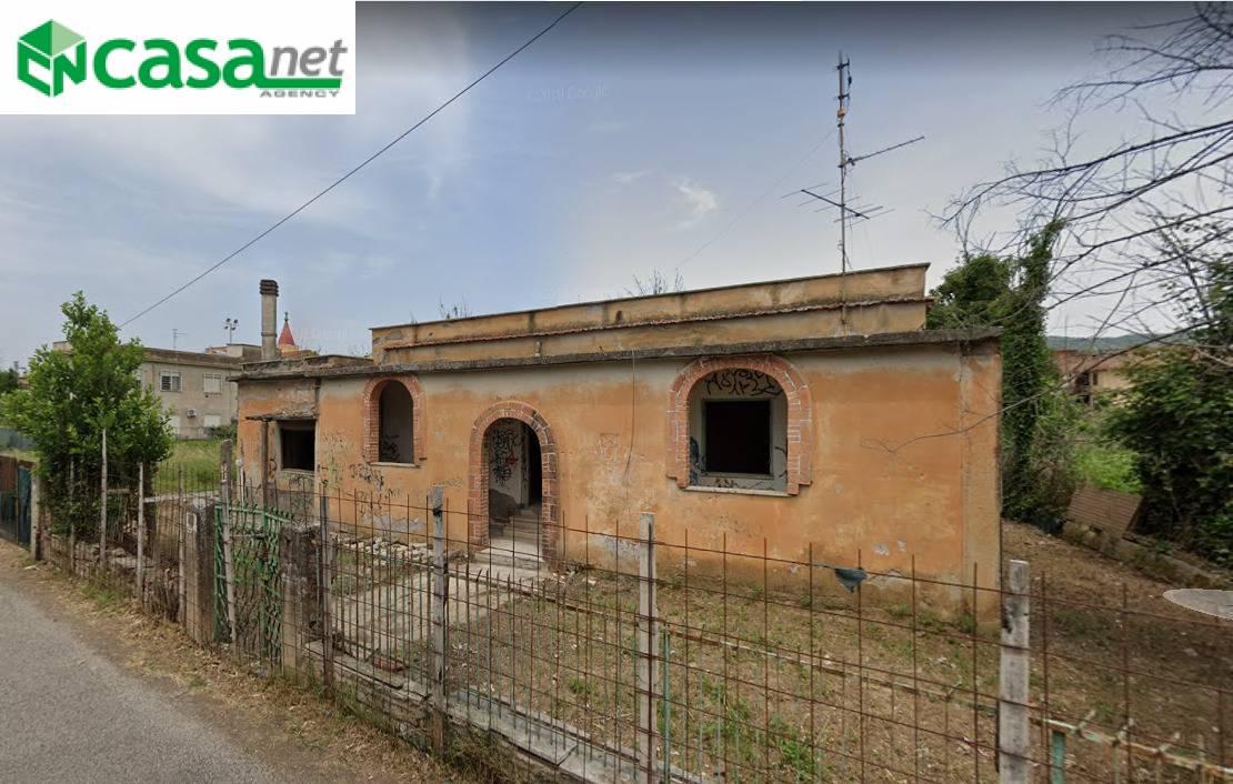 Rustico / Casale in vendita a Tivoli, 5 locali, zona Località: campolimpido, prezzo € 135.000 | CambioCasa.it